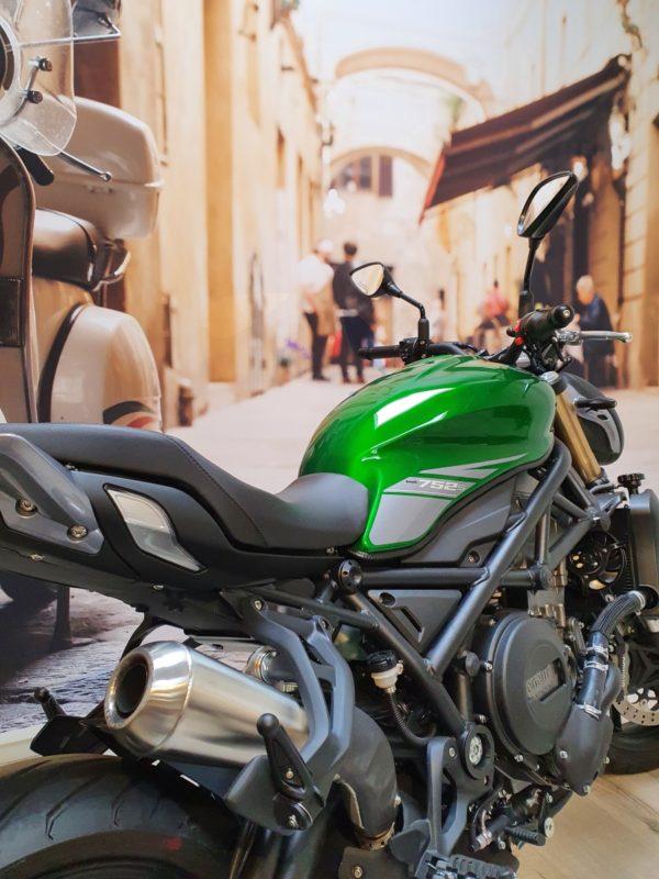 752s Green